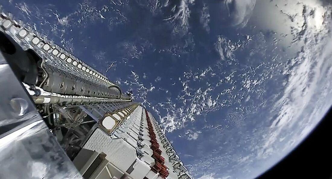 Die ersten 60 Satelliten der Megakonsteelation Starlink sind gestartet.